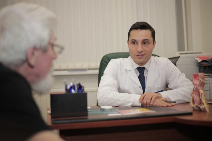Помощь врача колопроктолога